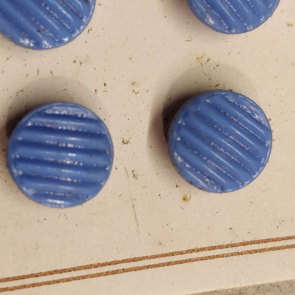 10 mm. Lille gammel glas knap. Small old glass button.