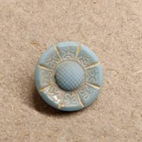 13 mm. lyseblå glas knap. Light blue glass button.