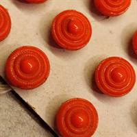 8 mm. orange gammel glas knap.